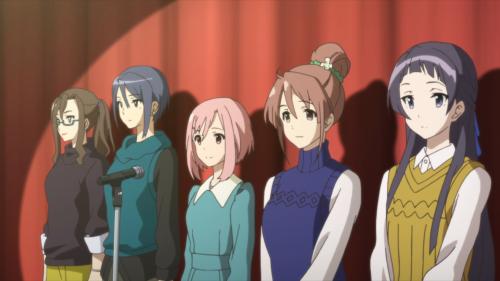 Sakura Quest / Episode 20 / Sanae, Maki, Yoshino, Shiori, and Ririko standing together on stage